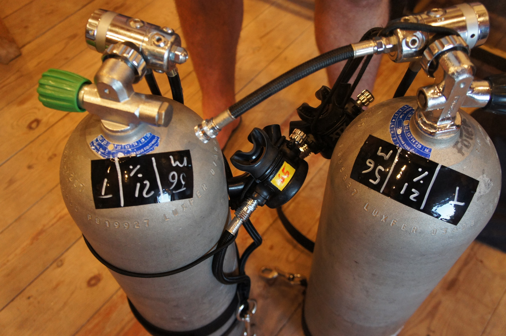 PADI Sidemount diving tanks