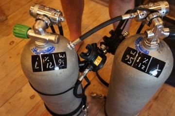 PADI Sidemount diving tanks